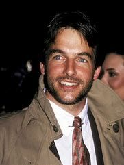 Younger Mark Harmon a.a jethro gibbs from NCIS. He didnt age to bad. He is finer than he ever was. Mark Harmon, Michael Weatherly, Michael Fassbender, Most Handsome Men, Handsome Actors, Joan Crawford, Leroy Jethro Gibbs, Gibbs Ncis, Good Looking Men