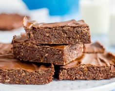 No-Bake Chocolate Weetbix Slice. No bake chocolate weetbix slice weetabix or wheat biscuits depending where you are from so easy to make and loved by kids Baking Recipes, Dessert Recipes, Cake Recipes, Raw Desserts, Snacks Recipes, Muffin Recipes, Yummy Snacks, Dessert Ideas, Yummy Treats