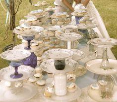 Suporte para doces e bolos feitos com louça. Ruffled® | See ads - Cake Stands - Cake Table