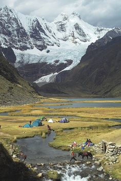 Jahuacocha campsite in Cordillera Huayhuash, Peru - photograph by Joost de Wall via It's a Beautiful World. This looks like my kind of camping! Camping And Hiking, Camping Life, Outdoor Camping, Camping Hammock, Kayak Camping, Winter Camping, Hiking Tips, Camping Outdoors, Hiking Gear
