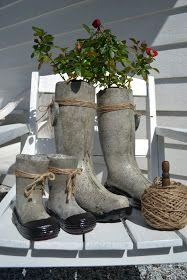 Støping er veldig gøy!! Utrolig hva man kan støpe selv..:) Her har jeg støpt i gamle gummistøvler, store og små.. Fi...