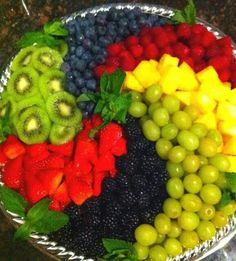 New fruit platter ideas party entertaining veggie tray 35 Ideas Fruit Platter Designs, Platter Ideas, Deco Fruit, Fruit Dishes, Fruit Trays, Fruit Salads, Fruit Buffet, Fruit Kabobs, Fruit Snacks