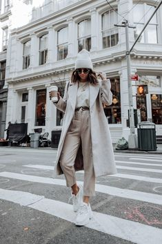 Pretty Winter Outfits You Can Wear on Repeat Winter is here! And if you need some inspiration for cold-weather fashion? Here are this year's pretty winter outfits to copy right 2020 Fashion Trends, Nyc Fashion, Winter Fashion Outfits, Fashion 2020, Look Fashion, Fall Outfits, Autumn Fashion, Fashion Mode, Fasion