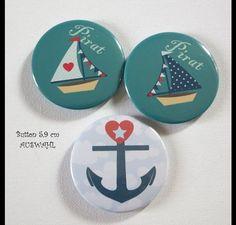 **Button Anker oder Schiff- AUSWAHL** Für Freunde von Maritimen 5,9 cm  **Preis pro Button- Auswahl__ Bitte in Kaufnachricht mitteilen**   Rückseite Sicherheitsnadel   ...
