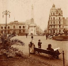Very Vintage photo of Plaza de Mayo, Buenos Aires Argentina. Old Pictures, Old Photos, Vintage Photos, Beautiful Photos Of Nature, Argentina Travel, Paris Cafe, City Maps, Okinawa Japan, Historical Pictures