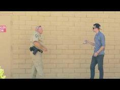 Incroyable! Un magicien essaie de vendre la drogue à un policier! - http://www.camerpost.com/incroyable-magicien-essaie-de-vendre-drogue-a-policier/?utm_source=PN&utm_medium=CAMER+POST&utm_campaign=SNAP%2Bfrom%2BCAMERPOST