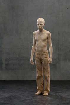 This is eerily realistic, but amazing too...Wooden sculpture by Bruno Walpoth