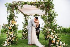 Wedding Ceremony, Wolffer Estate Vineyard, Flowers by: Lewis Miller Design, Photo: Samuel Lippke Studios - Sagaponack Wedding http://caratsandcake.com/josephineandpeter