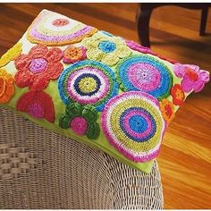 Crochet Granny Square Cushion Baby Blankets New Ideas Crochet Cushion Cover, Crochet Cushions, Crochet Pillow, Crochet Blanket Patterns, Crochet Home, Love Crochet, Crochet Crafts, Crochet Flowers, Crochet Projects