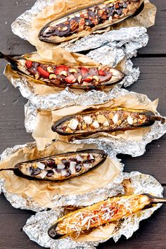 The best camping food recipes for your next glamping trip. A twist on classic foods cooked in foil or over a campfire like baked potatoes, grilled skewers, roasted veggies, BBQ chicken, and s'mores. Camping Desserts, Camping Meals For Kids, No Cook Desserts, Kids Meals, Camping Recipes, Camping Hacks, Camping Ideas, Camping Foods, Fire Pit Desserts