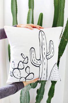 Outline Pillow DIY - A Beautiful Mess Cactus Outline Pillow DIY-template included! (click through for tutorial)Cactus Outline Pillow DIY-template included! (click through for tutorial) Wine Bottle Crafts, Mason Jar Crafts, Mason Jar Diy, Cactus Outline, Diy Pillows, Throw Pillows, Cushions, Pillow Ideas, Diy Hanging Shelves