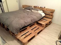 Fully Featured Pallet Bed - 25+ Renowned Pallet Projects & Ideas | Pallet Furniture DIY - Part 2