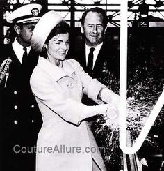 May 1962 - Jackie wears a chartreuse silk shantung brimmed Breton hat for the launch of the nuclear submarine USS Lafayette. Jackie Kennedy, Love Fashion, Vintage Fashion, British Actors, Celebs, Celebrities, Vintage Designs, Editorial Fashion, Nuclear Submarine