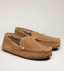 The moisture of the outdoors or the sweat from your feet make men's soft sole leather/suede moccasins the ideal Earthing shoes. Pluggz shoes and Groundals sandals are carefully manufactured with conductive materials in the soles allowing the electrons to flow into your feet.