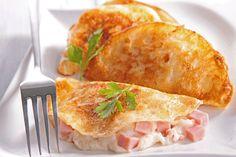 Ham and cheese palacsintába töltve: univerzális kedvenc elegáns formában Ham And Cheese, Street Food, Cheddar, Cake Recipes, Food And Drink, Pizza, Japan, Ethnic Recipes, Cheddar Cheese