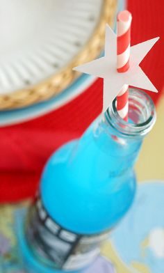 Easy DIY Patriotic star straw decoration idea for july and summer. 4th Of July Celebration, 4th Of July Party, Fourth Of July, Patriotic Desserts, Patriotic Party, Straw Decorations, Let Freedom Ring, July Crafts, Holiday Fun