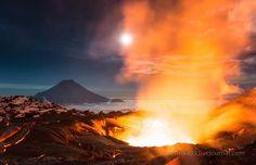 Deux photographes, Andrew et Luda, spécialisés dans les photos de paysages, se sont approchés au plus près du volcan Tolbachik Ces photographes vous emmènent au coeur d'un volcan en éruption ! | Planet\Cliquez sur la photo pour l'article+photo