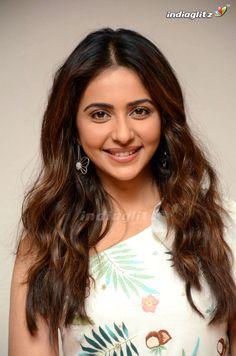 Hindi Actress, Malayalam Actress, Tamil Actress Photos, Bollywood Actress, Beautiful Girl Photo, Beautiful Girl Indian, Most Beautiful Indian Actress, Beautiful Actresses, Beautiful Women