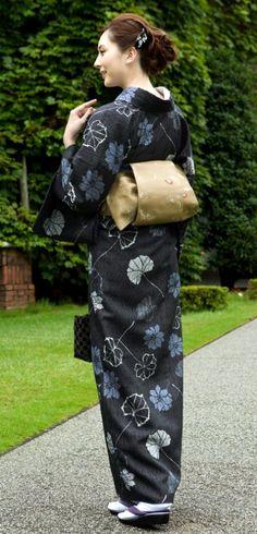 Kimono Japan, Yukata Kimono, Japanese Kimono, Japanese Beauty, Asian Beauty, Costumes Japan, Kimono Design, Japanese Costume, Sari