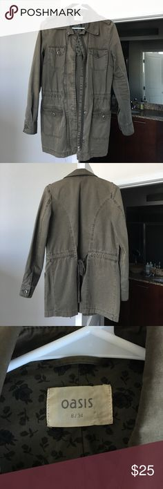 Army Green Canvas Cargo Jacket Stylish fall/spring jacket in great condition. Best fits size S or 2, but can also fit XS or 0 in a looser fashion as well. No damage and is made of 100% cotton. Oasis Jackets & Coats