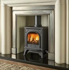 The Gazco Huntingdon 20 gas stove is a conventional flue gas stove with a realistic log effect perfect for small living areas. The Gazco Huntingdon 20 Gas is available with a remote control and in a choice of colours. Gas Fire Stove, Gas Fires, Small Living, Living Area, Clear Glass, Home Appliances, Warm, Wood Stoves, Compact