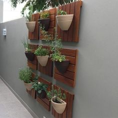 Vertical Garden Design on Balcony Wall - Unique Balcony & Garden Decoration and Easy DIY Ideas House Plants Decor, Home Garden Plants, Balcony Garden, Plant Decor, Garden Floor, Herb Garden, Garden Hoe, Garden Compost, Garden Deco