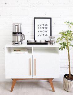 coffee corner Electrolux e os produtos da Expressionist Collection Coffee Bar Station, Home Coffee Stations, Coffee Nook, Coffee Bar Home, Coffe Bar, Drink Coffee, Coffee Coffee, Coffee Bar Design, Bars For Home