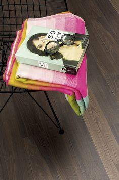 Find your floor with Boen. We offer parquet and hardwood floor in 1 strip plank and 3 strip. Classic, modern flooring of high quality produced in Europe. Dark Colors, Colours, Modern Flooring, Dark Wood Floors, Dark Interiors, Natural Living, Types Of Wood, Interior Inspiration, Portland