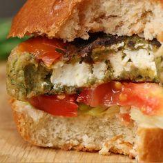 Wanting to cook Feta-Stuffed Falafel Burgers? Learn how to cook Feta-Stuffed Falafel Burgers by watching this Feta-Stuffed Falafel Burgers video. Burger Recipes, Veggie Recipes, Lunch Recipes, Vegetarian Recipes, Cooking Recipes, Healthy Recipes, Falafel Burgers, Proper Tasty, Buzzfeed Tasty Videos