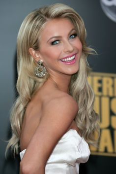 Julianne Hough...wish i had her hair :(