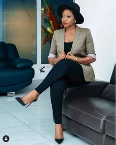 Office Wear Women Work Outfits, Classy Work Outfits, Stylish Outfits, Casual Chic Style, Work Casual, Corporate Fashion, Corporate Outfits, African Print Dress Designs, New Mode