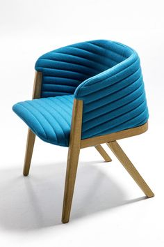 The Mafalda chair is evidence of how Patricia Urquiola likes to play with contours and waves in her designs. The soft and comfortable material is also recyled and recyclable. Art Furniture, Design Furniture, Contemporary Furniture, Luxury Furniture, Chair Design, Patricia Urquiola, Sofa Chair, Armchair, Multipurpose Furniture