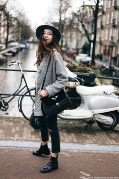Amsterdam fashion blogger outfit cropped jeans with Chelsea boots