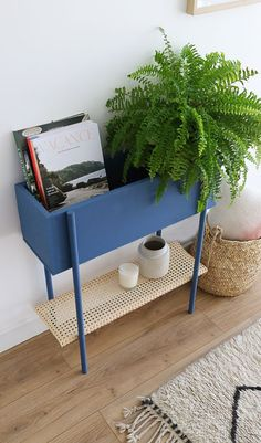 Tutorial: Make a two-in-one storage unit for your entry - Mademoiselle Claudine made a step by step approach to p. to build a nice little storage unit - Cheap Home Decor, Diy Home Decor, Coastal Decor, Diy Furniture, Furniture Design, Home Design, Interior Design, Design Design, Modern Design
