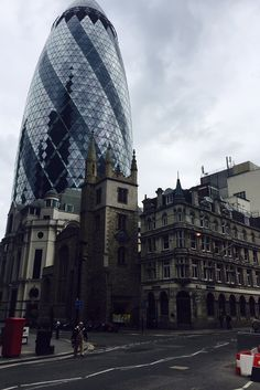 The integration of the New with the Old in the City of London. One of the topics of our FMC walks