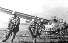Fallschirmjäger and sailplane  DFS.230