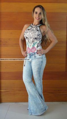 Calça Lança Perfume Jeans Claro Super Flare Primavera/Verão 2016, 98% algodão, 2% elastano. Modelo veste 38