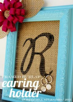 cute & useful DIY gift idea! Framed Burlap Earring Holder Tutorial gift for the home Framed Burlap Earring Holder Tutorial - Positively Splendid {Crafts, Sewing, Recipes and Home Decor} Burlap Projects, Burlap Crafts, Craft Projects, Cute Crafts, Crafts To Do, Easy Crafts, Wrapping Ideas, Diy Earring Holder, Jewelry Holder