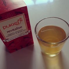 Milen idag gick bra även fast jag varit småtrött hela dagen men det är typiskt söndags mående haha. Sitter just nu och dricker ett nytt te (är grönt te besatt) och det får välgodkänd,köper alltid bara eko och gärna fairtrade märkt te✌oftast bäst smak och ja det för kosta lite mer men det är det värt i det långa loppet #tea #pukka #greentea #eco #revitalise #tired #Padgram