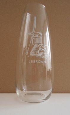 Souvenirvaasje van glasfabriek Leerdam.