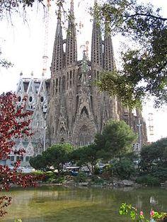 """Gaudi:"""" Templo Expiatorio de la Sagrada Familia"""" en Barcelona. Obra maestra (1883-1926). Dedicado por entero a ella desde 1915"""