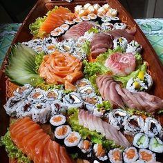 Delivering you the tastiest sushi. Seafood Recipes, Cooking Recipes, Japanese Food Sushi, Sushi Platter, Asian Recipes, Healthy Recipes, Veggie Tray, Exotic Food, Food Places