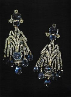These diamond earrings and sapphires suggesting cascades that belonged to the Empress Elizabeth c. 1750 was worn by all the Empresses until 20th century. This piece of jewellery was one of jewellery that revolutionaries kept after the tragic events.
