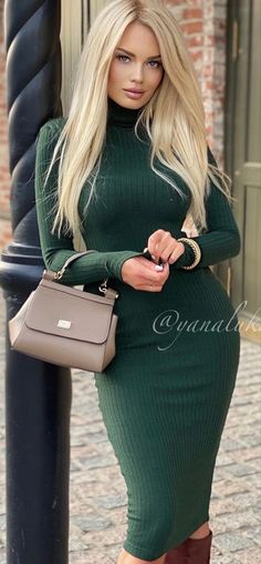 Classy Outfits, Sexy Outfits, Girl Outfits, Beautiful Women Pictures, Amazing Women, Lovely Dresses, Beautiful Outfits, Coats For Women, Clothes For Women