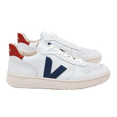 Sneakers by Veja The model is made out of ecological and sustainable materials. Veja Sneakers, Shoes Sneakers, Blue Sneakers Outfit, Cute Shoes, Me Too Shoes, Veja V 10, Sparkle Shoes, Fresh Shoes, Crazy Shoes