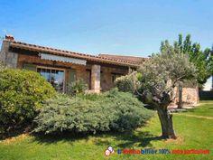 A 1,2km du village et à 1 heure des plages et proche du verdon. Située dans un secteur calme et résidentiel, type mas provençal de 170 m2 édifiée sur un terrain de 3000 m2 paysager et clos. Piscine. Sans vis à vis. Proche commodités  http://www.partenaire-europeen.fr/Annonces-Immobilieres/France/Provence-Alpes-Cote-d-Azur/Var/Vente-Maison-Villa-F5-AUPS-1013921 #maison