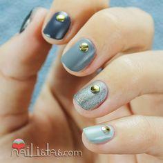 Uñas cortas decoradas con tachuelas y degradado | Nailistas http://www.nailistas.com/