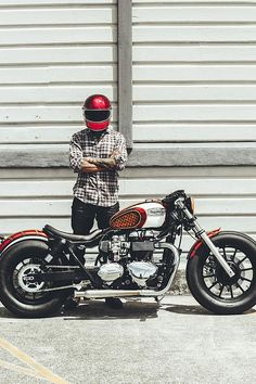 'Dirty Rascal' Triumph America Bobber - Wenley Andrews - Bikes and all - Triumph Bonneville, T100 Triumph, Triumph Motorbikes, Triumph Motorcycles, Cheap Motorcycles, Vintage Motorcycles, Custom Motorcycles, Custom Bikes, Triumph Bobber Custom