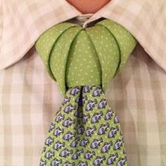 Vidalia necktie knot how to video (I don't like the tie but, the knot looks awesome.)how to tie Fashion Moda, Fashion Tips, Fashion Trends, Fashion Art, Luxury Fashion, Womens Fashion, Tie A Necktie, Necktie Knots, Herren Style