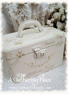 ~OOH LA LA!!! FRENCH WHITE REFURBISHED TRAIN CASE~would be cute for craft paint storeage!